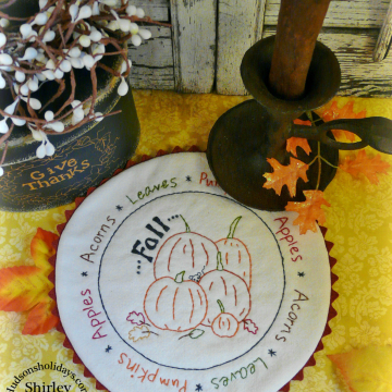 Fall's bounty candle mat embroidery pattern, #341 pumpkin mouse