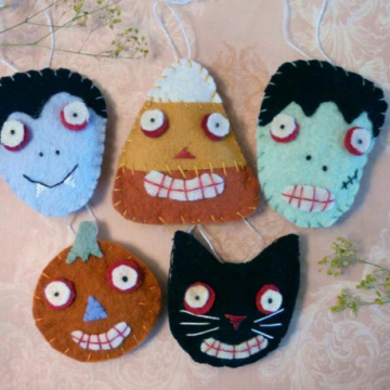 Halloween Wool Ornaments or pins pattern