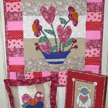 """Flowers of Love"" Quilt pattern wall hanging hearts"