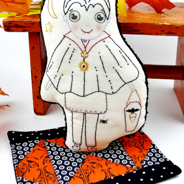 Halloween Dracula embroidery doll and mini Quilt pattern