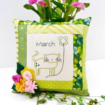 Shamrock cat pillow felt flowers pattern