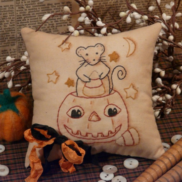 Midnight Halloween snack Stitchery pattern mouse pumpkin