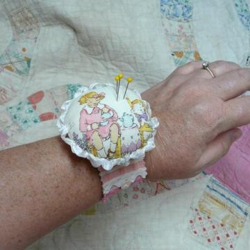 Pretty wrist cuff pin cushion pattern