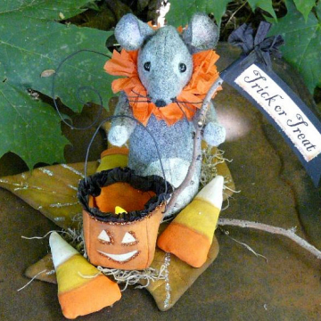 Trick or Treating Mouse and Lantern pattern