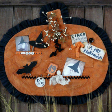Vintage Halloween treasures pocket wallhanging pattern