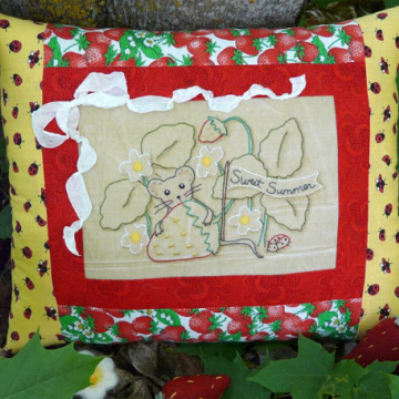 Sweet Summer -Mouse in the strawberry patch stitchery pattern