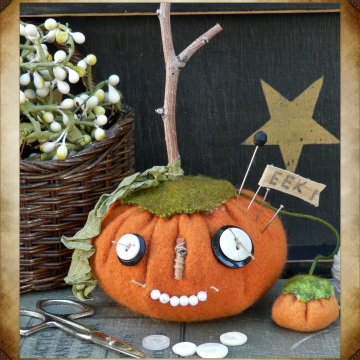 Prim Pumpkin pincushion Halloween pattern -  needle sharpener pin cushion 201